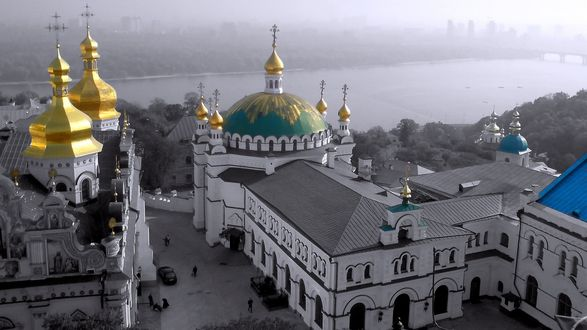 Обои Киевско-Печерская -Лавра на берегу Днепра. Украина