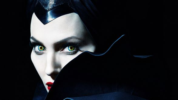 Обои Анджелина Джоли в роли колдуньи Малефисенты в фэнтези Малефисента