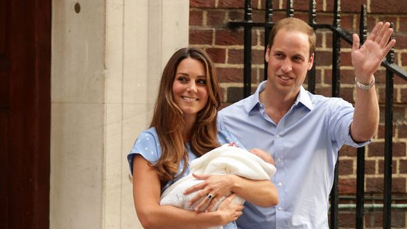 Обои Принц Уильям и Кейт Миддлтон показали новорожденную миру
