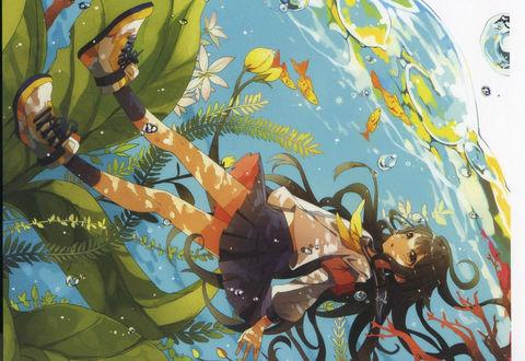 Обои Школьница с длинными волосами в подводном мире среди золотых рыбок водорослей