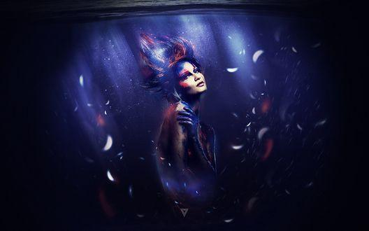 Обои Девушка с измазанным телом плавает под водой