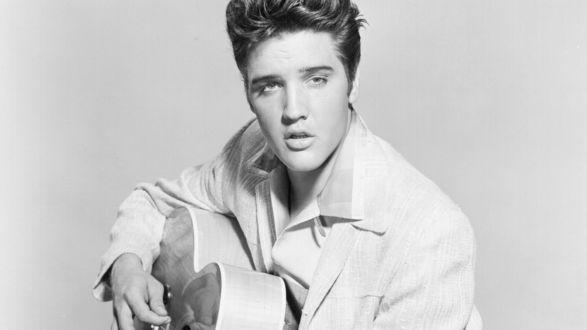 Обои Элвис Пресли с гитарой