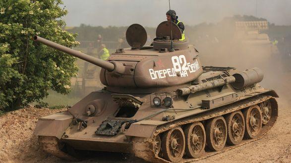 Обои Танк Т-34-82 -оружие Победы! Вперед на Берлин!
