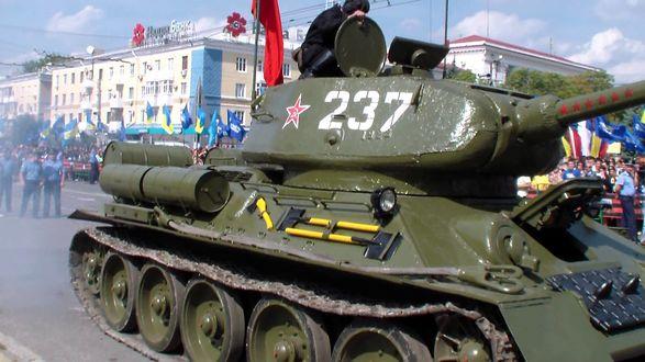Обои Раритетный танк Второй Мировой войны Т- 34, с номером на башне 237