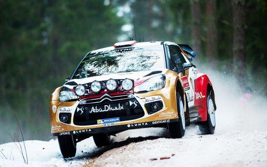 Обои Авто Citroen-ds3-rally-wrc-ralli-на зимней трассе