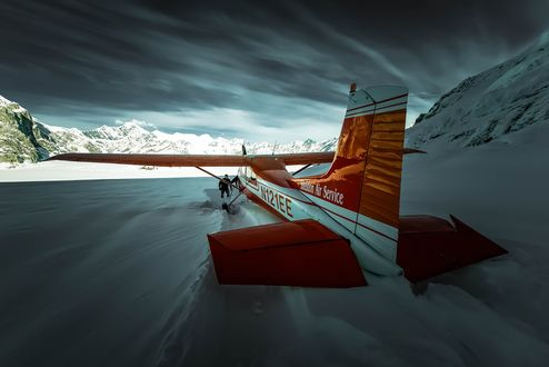 Обои Самолет стоит на снегу, автор Michelle Saraswati