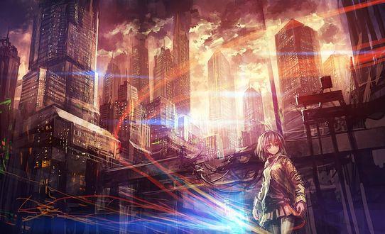 Обои Девушка стоит на фоне города