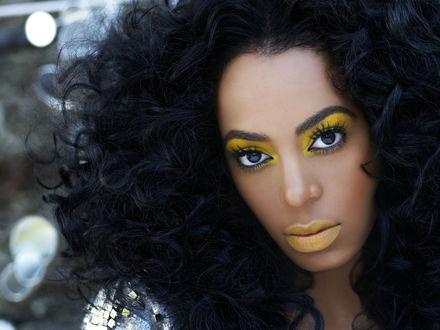 Обои Американская певица Solange Knowles с желтым макияжем
