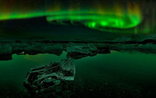 Обои Северное сияние над Арктикой