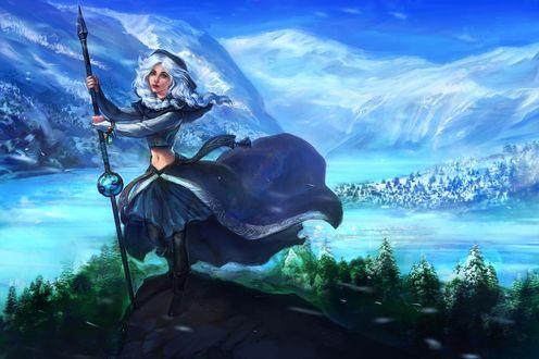 Обои Девушка с копьем в руках стоит на вершине горы, на фоне неба, воды и гор
