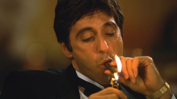 Обои Актер Аль Пачино прикуривает сигару. Трилогигия Крестный отец