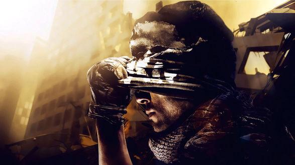 Обои Лейтенант Гоуст или лейтенант Саймон Райли, культовый персонаж серии компьютерных игр Call of Duty снимает повязку с глаз