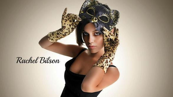 Обои Рэйчел Сара Билсон / Rachel Sarah Bilson/ — американская актриса в пятнистых длинных перчатках и маске кошки
