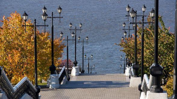 Обои Лестница, спуск к морю, деревья, фонари