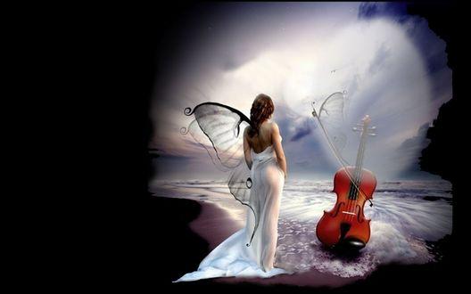 Обои Девушка в длинном белом платье с крылышками бабочки за спиной, стоит у воды, перед ней стоит виолончель, на которой играет смычок с крыльями бабочки