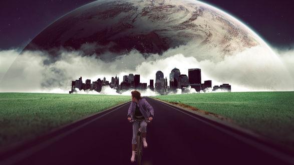 Обои Девушка на велосипеде смотрит на приближающую к горизонту планету