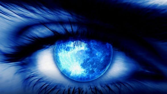 Обои Синий глаз с отражением в нем неба