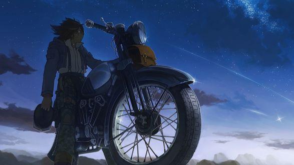 Обои Парень на мотоцикле держит в руке шлем и любуется ночным небом