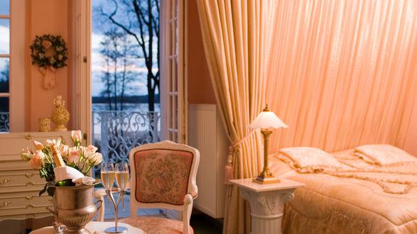 Обои Интерьер спальни с шампанским на столике, с выходом на балкон на фоне природы