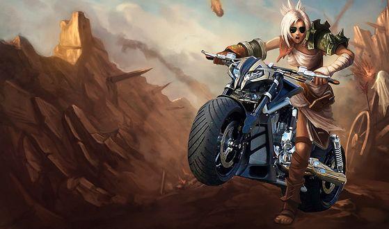 Обои Девушка воин в солнцезащитных очках мчится на мотоцикле, в обстреливаемой крепости