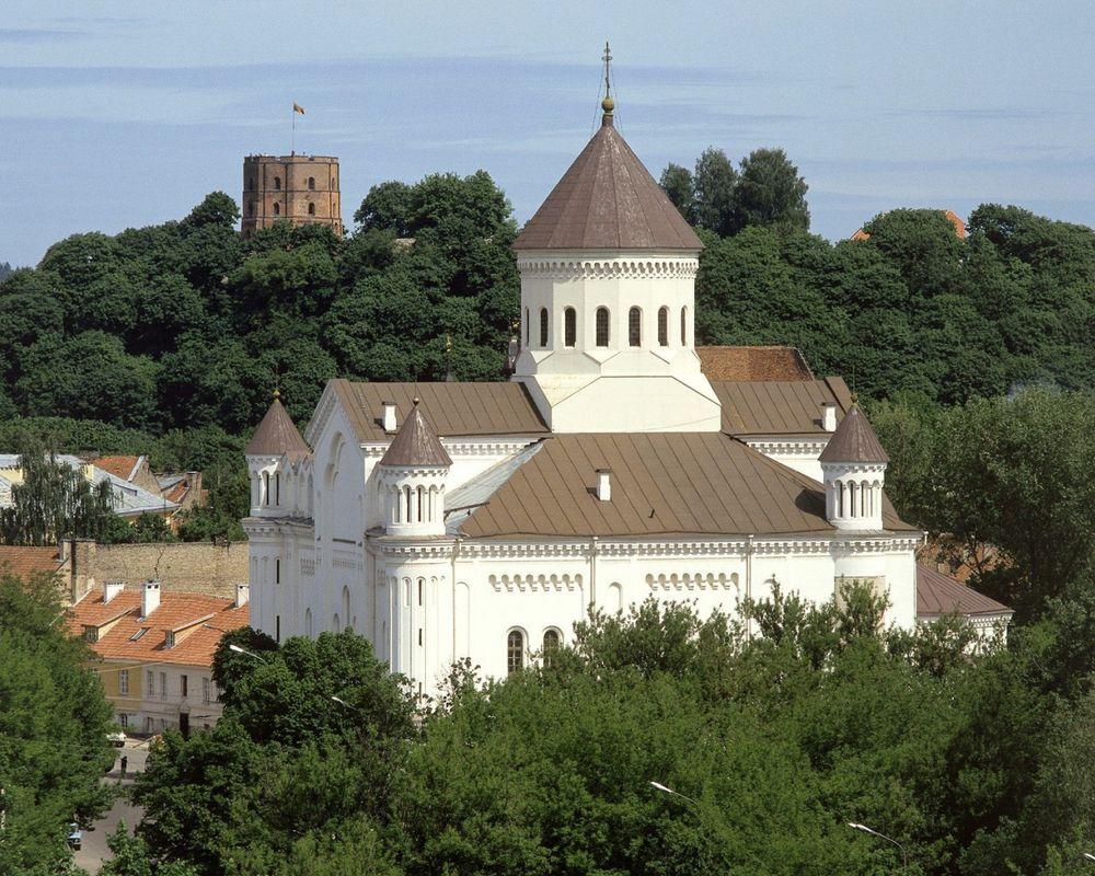 Обои для рабочего стола Свято -Духов монастырь, Башня Гедиминеса в Вильнюсе, Литва
