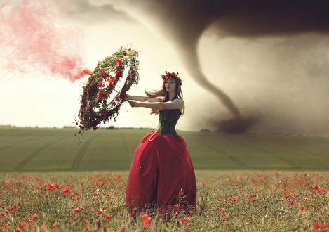 Обои Девушка с венком из цветов стоит в маковом поле на фоне торнадо