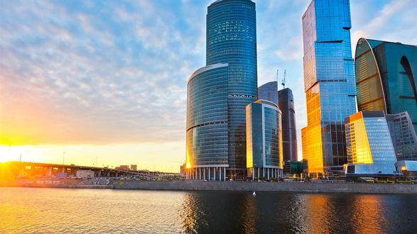 Обои Высотные здания возле реки, Москва-Сити, Россия, на фоне заката солнца и неба
