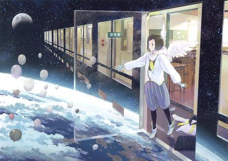 Обои Девушка-ангел открывает дверь и попадает в космос, где летают воздушные шарики