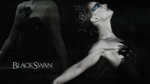Обои Известная актриса Натал Портман / Natalie Portman и надпись Черный лебедь / Black Swan