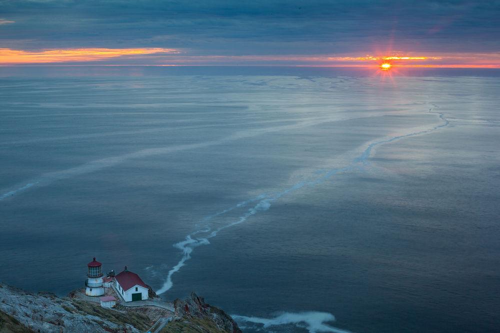 Image result for фото океан спокойствия и маяк