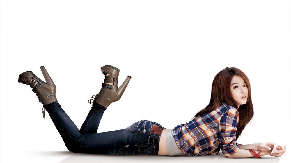 Фото поп азиаток в джинсах фото 383-250