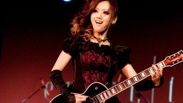 Обои Exist Trans, j-rock, Miko, азиатка с гитарой на концерте, Япония