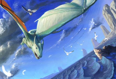 Обои Парящий над морем белый дракон на фоне неба