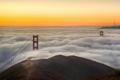 Обои Мост Золотые ворота / Golden Gate Bridge в Сан-Франциско / San Francisco, утопающий в тумане, by alierturk