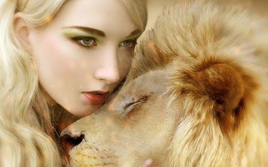 Обои Девушка с зелеными глазами обнимает льва