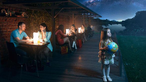 Обои Девочка держит в руках земной шар на фоне звездного неба