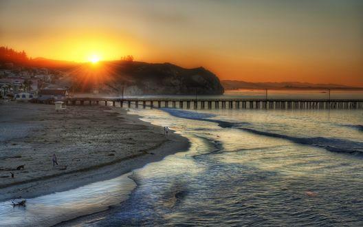 Обои Пляж на закате солнца