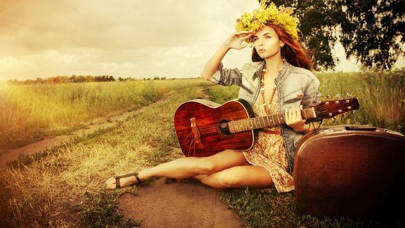 Обои Девушка с гитарой, в венке из цветов, сидит рядом с чемоданом на дороге