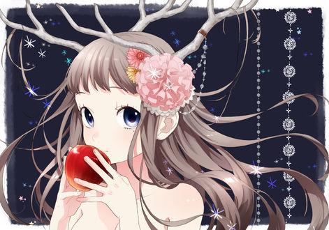Обои Рогатая девушка ест яблоко