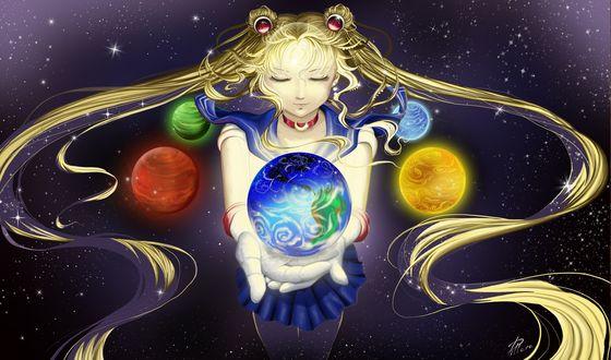 Обои Прекрасная девушка-воин Сейлор Мун из одноименного аниме с развевающимися волосами, держит в руках одну из планет, которые вращаются вокруг нее в сиянии окружающих звезд