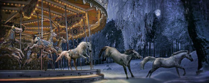 Обои Статуи лошадей с карусели оживают и уносятся в зимнюю ночь, одна за другой