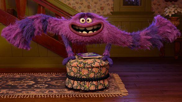 Обои Персонаж фильма Университет Монстров / Monsters University / Скмидт делает стойку на руках, на круглом пуфике