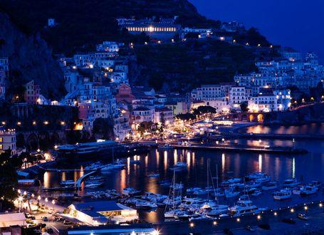 Обои Вид на вечернюю гавань в Sorrento Positano в Италии