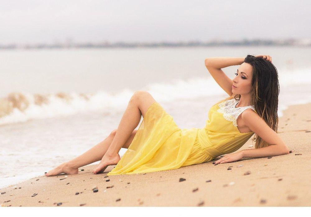 Фото девушек красавиц с длинными волосами на море фото 550-421