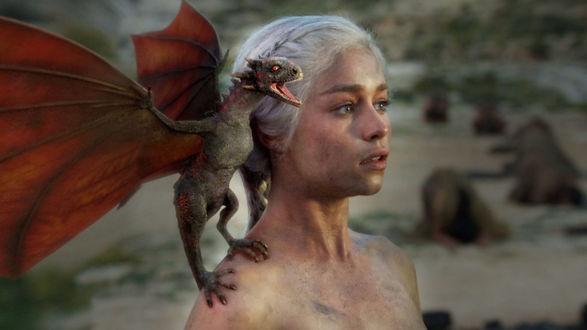 Обои Актриса Emilia Clarke / Эмилия Кларк в роли Deyeneris Targariyen из сериала Игра Престолов / Game of Thrones