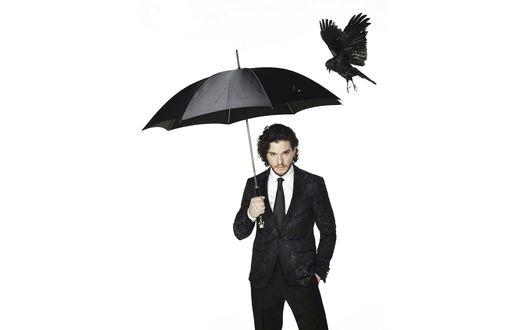Обои Актер Кит Харингтон / Kit Harington в черном костюме с зонтом в руке, фотограф Dean Chalkley