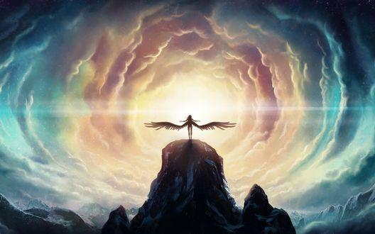 Обои Девушка-ангел стоит на вершине горы, на фоне яркого солнца
