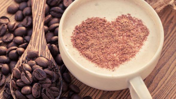 Обои Капучино, рядом деревянная ложка с зернами кофе