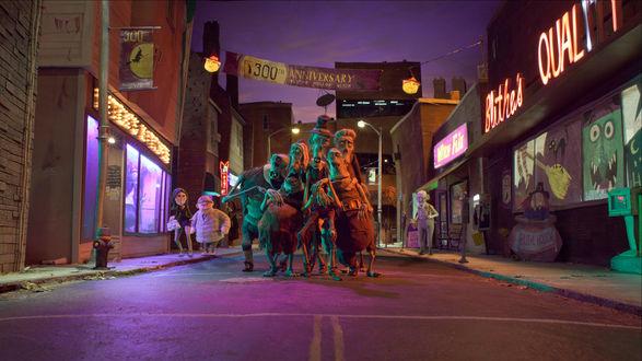 Обои Зомби идут по переулку небольшого городка ночью на Хэллоуин / Halloween, из мультфильма Паранорман, или Как приручить зомби (ParaNorman)