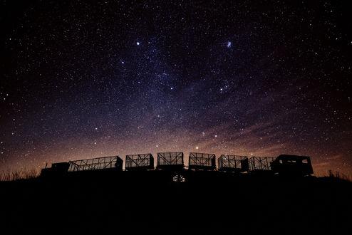 Обои Пустой состав на фоне ночного неба, ву Henry Yee